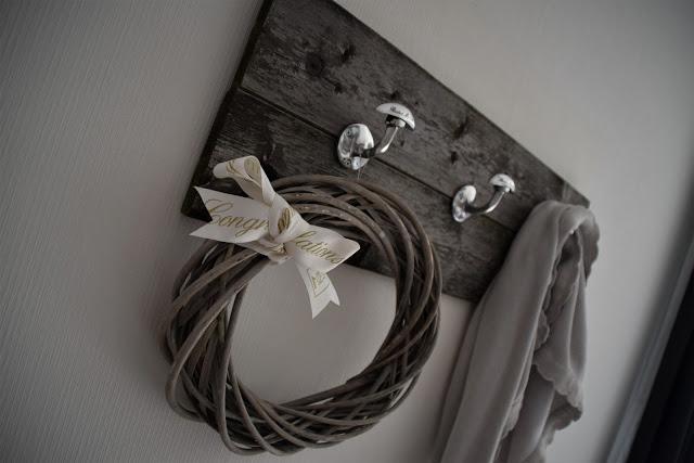 DIY Garderobe aus altem Holz
