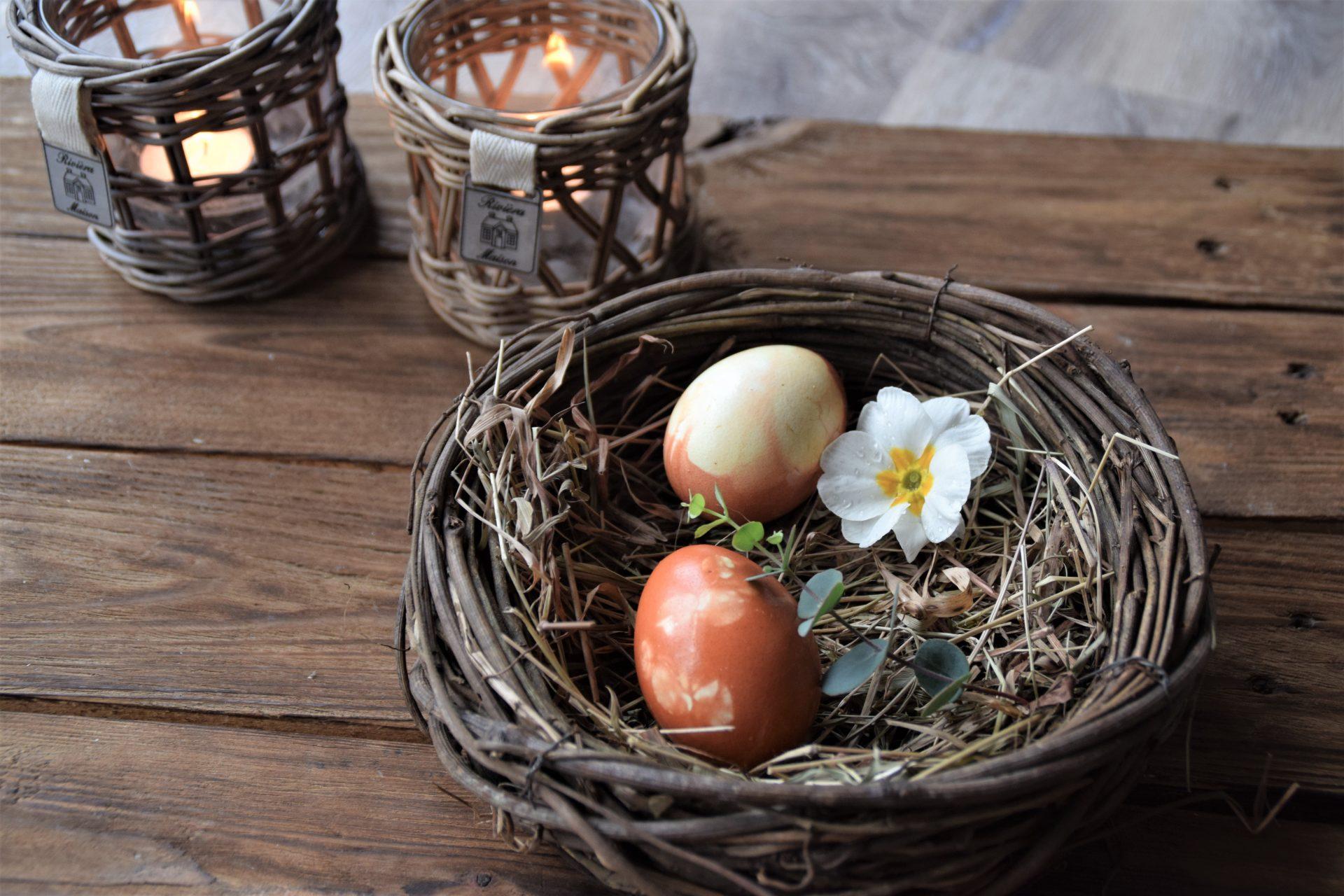 Eier natürlich färben mit Zwiebelschalen