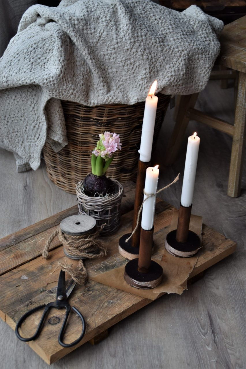 DIY Kerzenständer aus einem Besenstiel