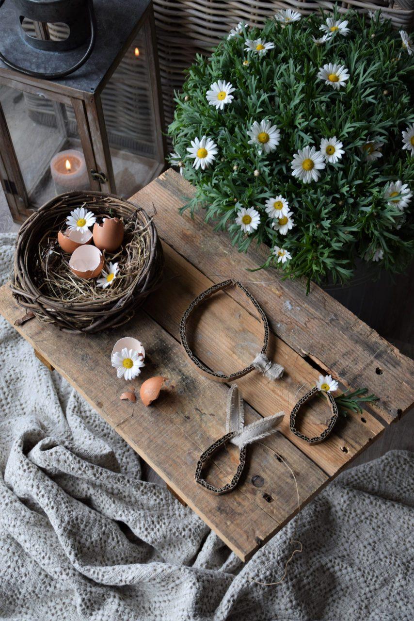 DIY Ostereier aus Kartonstreifen
