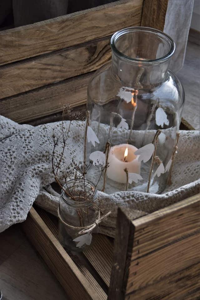 DIY Schneeglöckchen-Vase mit Butterbrotpapier und Strick